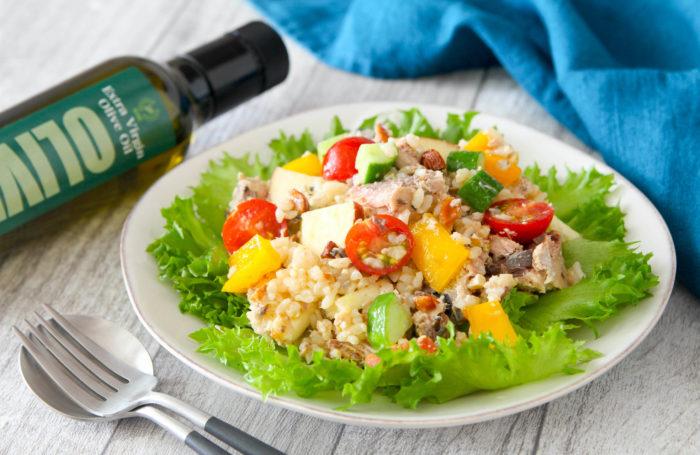 一皿で栄養バランスがいい! サバ缶と玄米のパワーサラダ