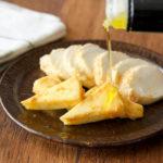 みそとみりんを混ぜてチーズを漬けるだけ! おつまみにぴったりな「みそチーズ」の作り方