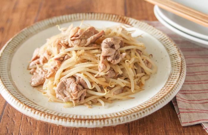 「豚こまともやしの生姜焼き」の簡単レシピなら節約もおいしいも時短も叶う!