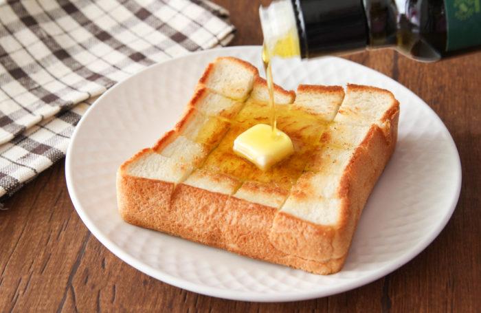 フライパンで簡単! いつもの食パンを「絶品トースト」に変身させる方法